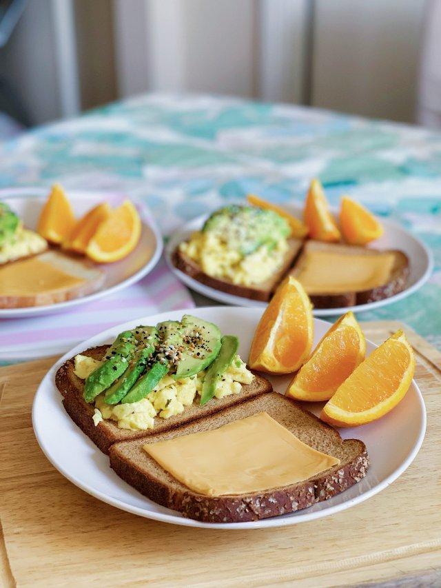 國慶節早上的營養早餐🍳🥑牛油果炒蛋...
