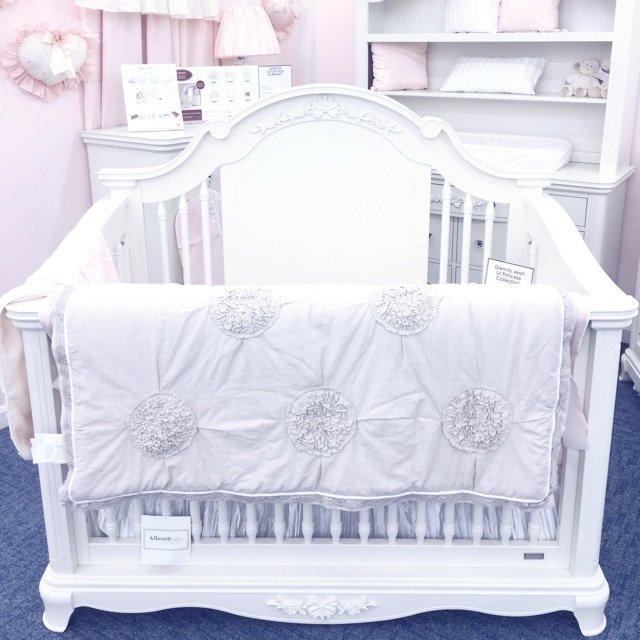 给宝宝准备的婴儿床和床品!感觉给宝...