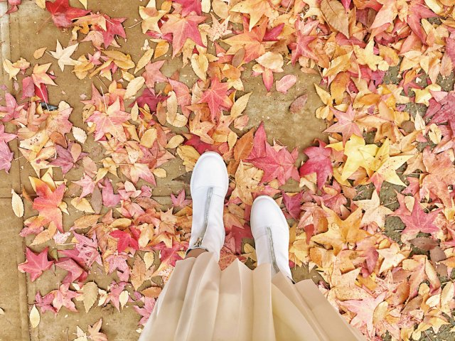 初秋搭配 | 秋季必败浅色裸靴