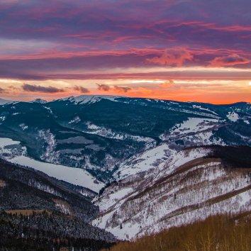 看到这个话题就想起了colorado的雪景啦,冬天该有...