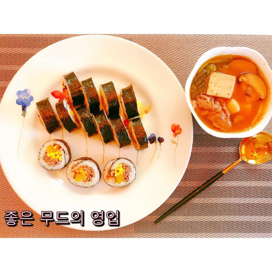 宅家的韩式晚餐:紫菜包饭+豆腐汤