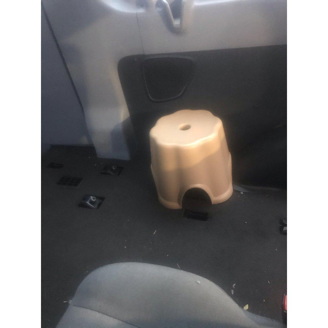 车内小椅子