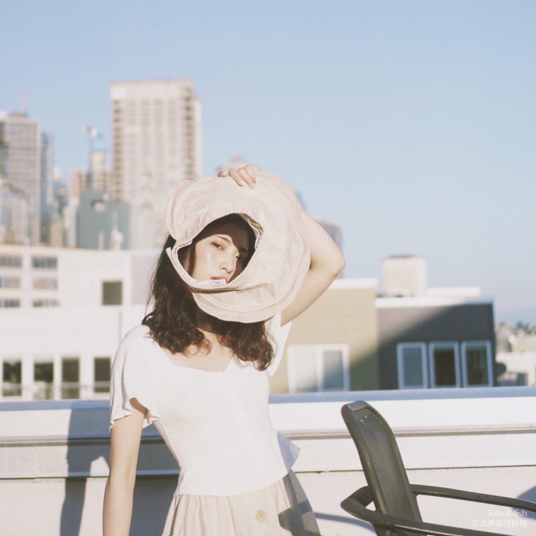 夏日穿搭   淡雅的白配米
