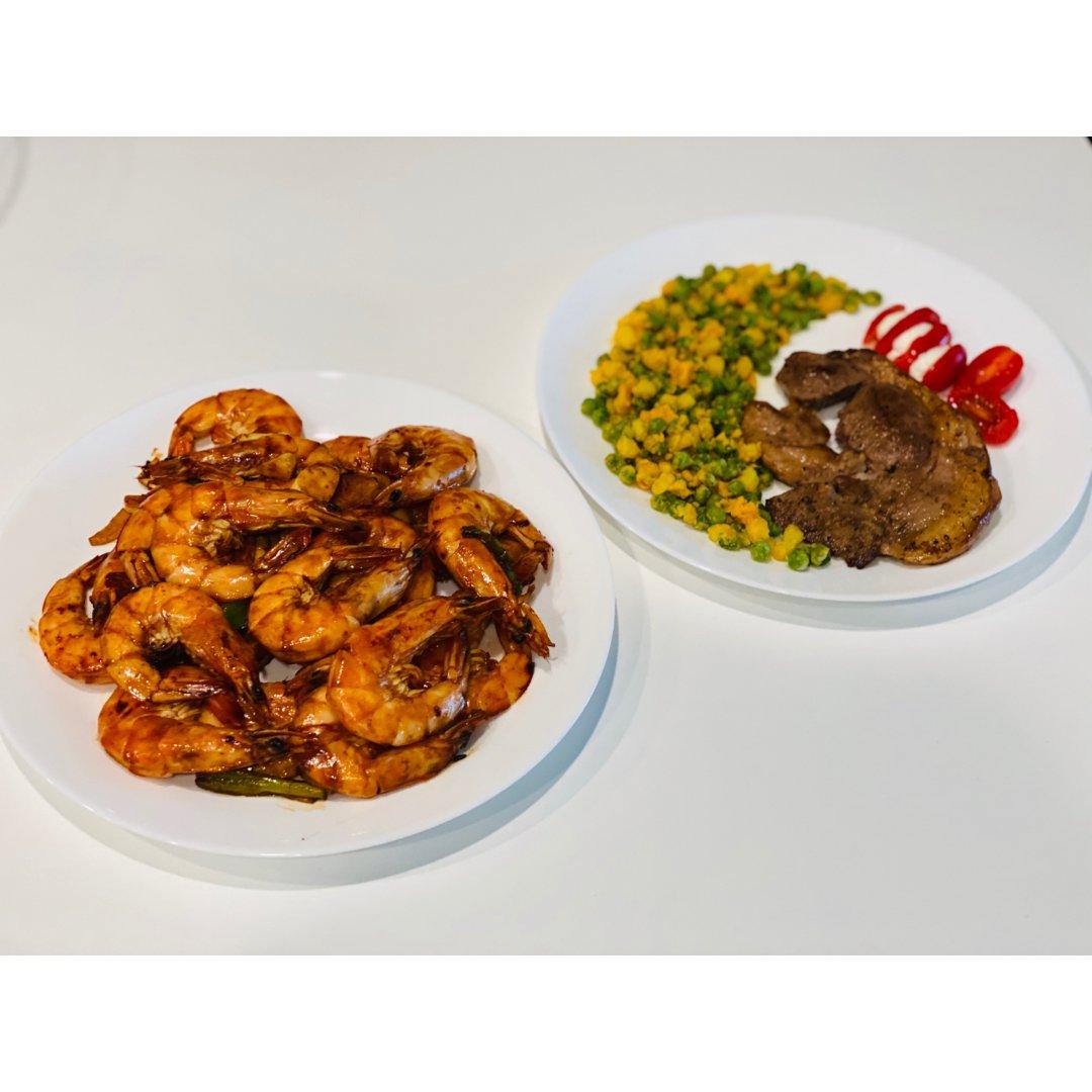 烤大虾🍤 + 金沙玉米豌豆 + 煎羊肩排