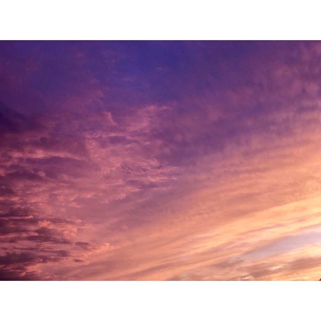 一起来云看天空叭 分享我的好心情给大家💗...