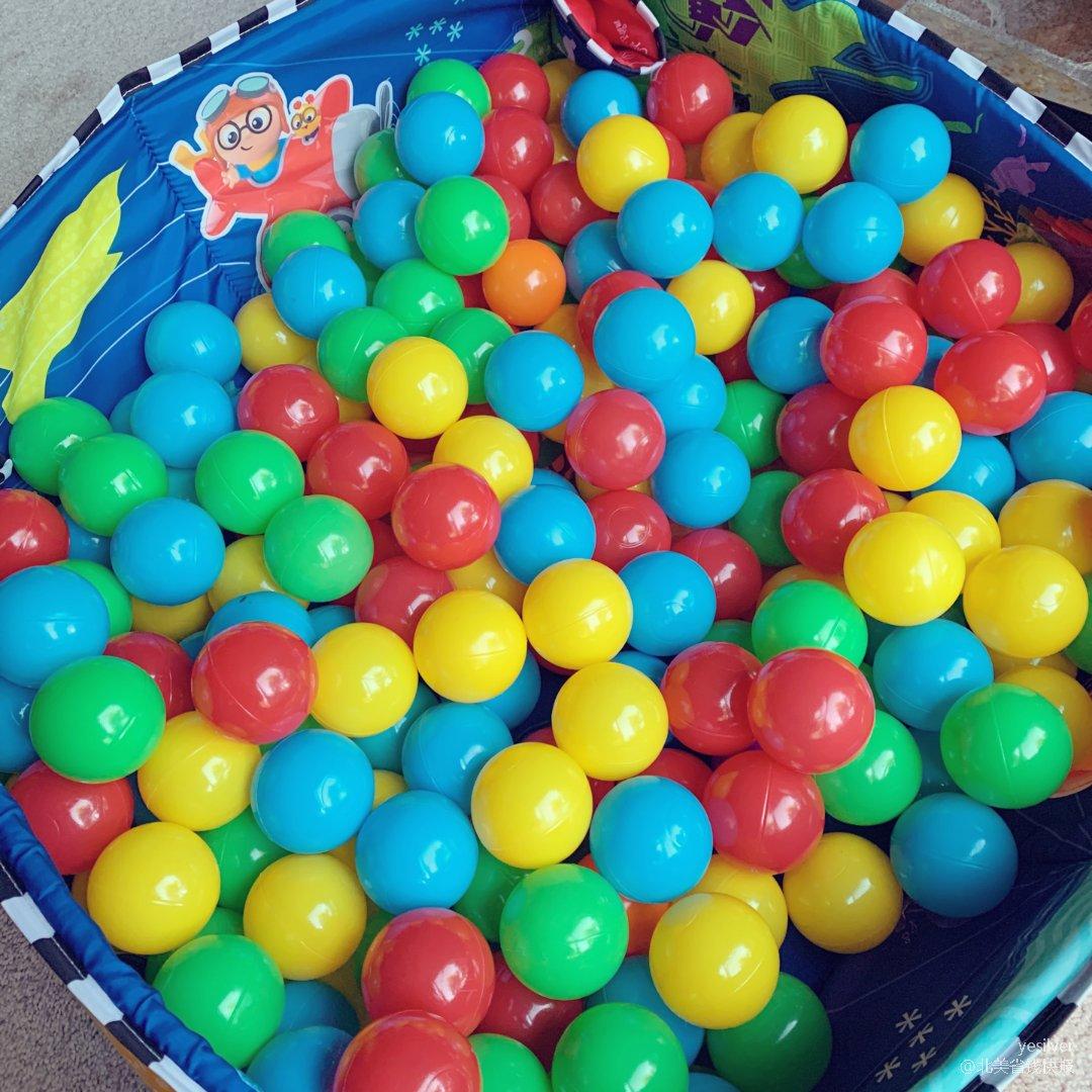 彩色海洋球