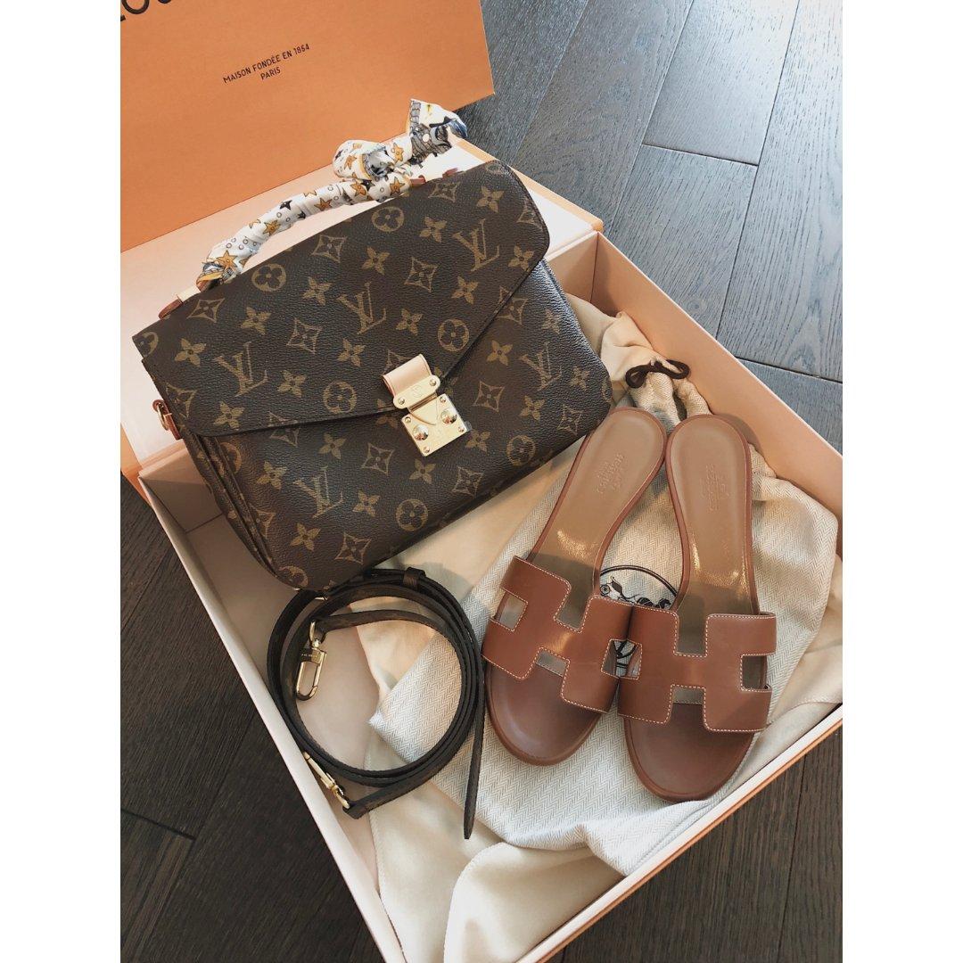 Louis Vuitton 邮差包...