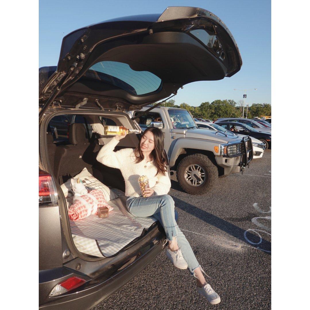在车里看免费电影   秋天最浪漫的...