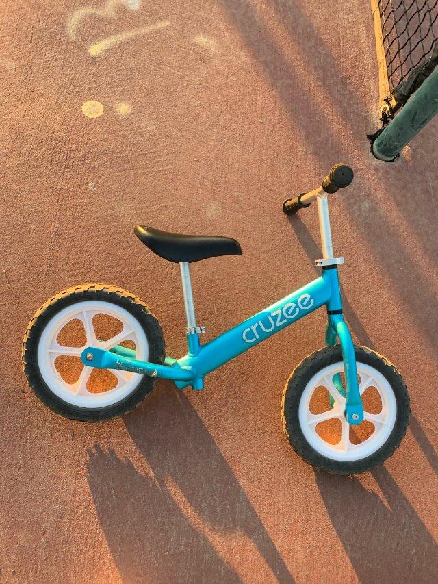 超轻便的,孩子一个手就可拎动的平衡车