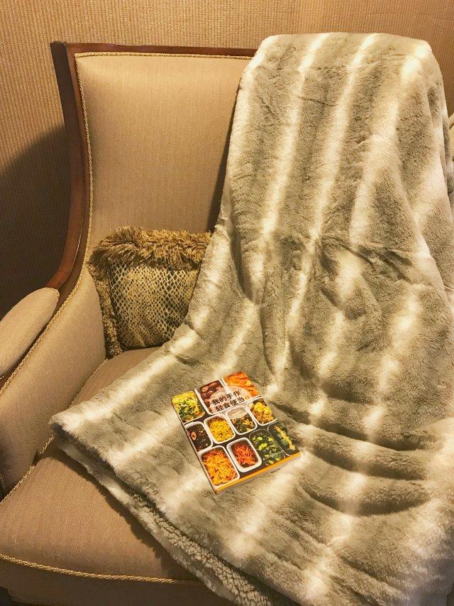 18度的夜晚你需要一条毛毯和一本书