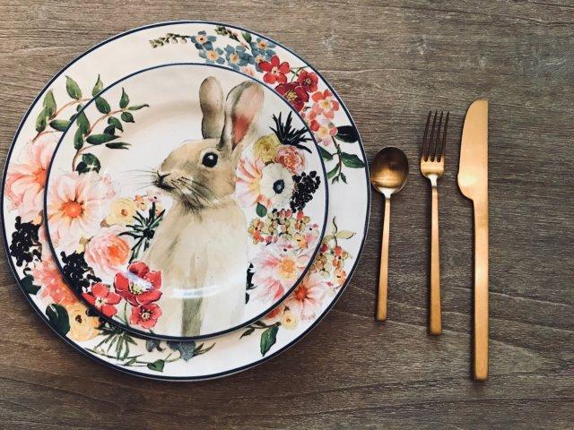 春天气息浓厚的复活节兔子盘