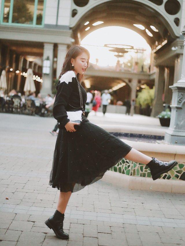 穿搭 | 纱裙配马丁,又美又飒🤓