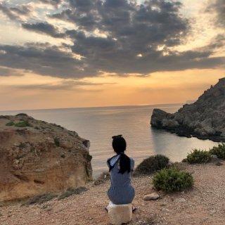 去马耳他找块礁石冒充美人鱼🧜♀️吧...