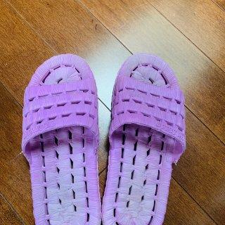宅家晒拖鞋,防滑镂空漏水拖鞋