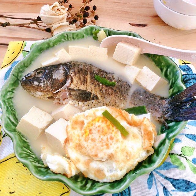 汤底奶白色的鱼汤怎么熬?