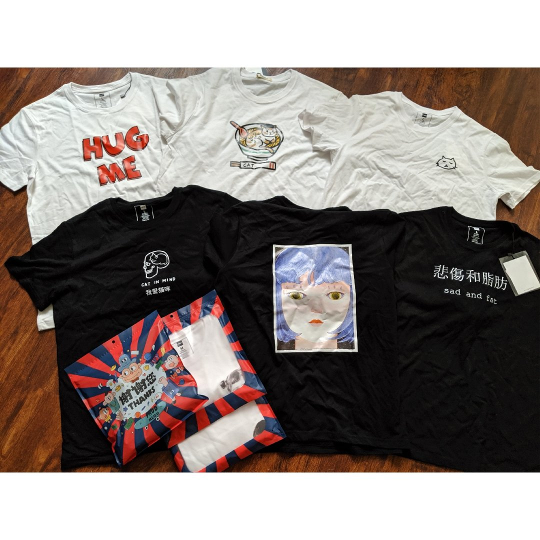 一口氣買了12件T-shirt!!!