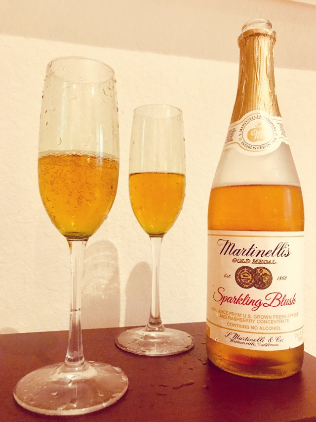 苹果&覆盆子气泡果汁 用高脚杯制造...