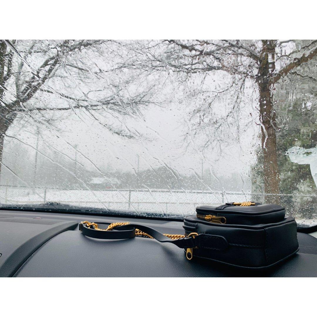 Burberry相机包,雪景里的美