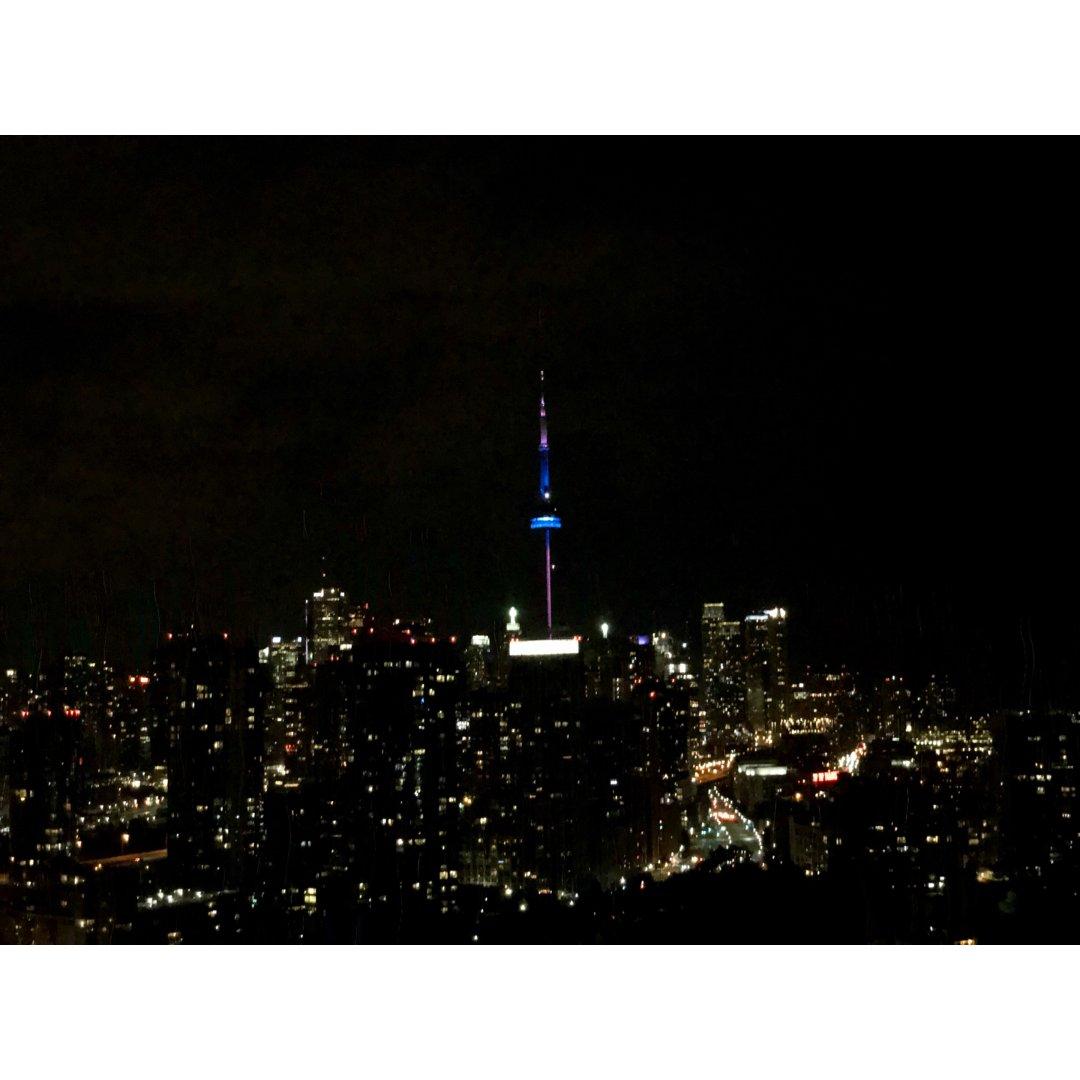 远眺CN Tower网红酒店🏨一半...