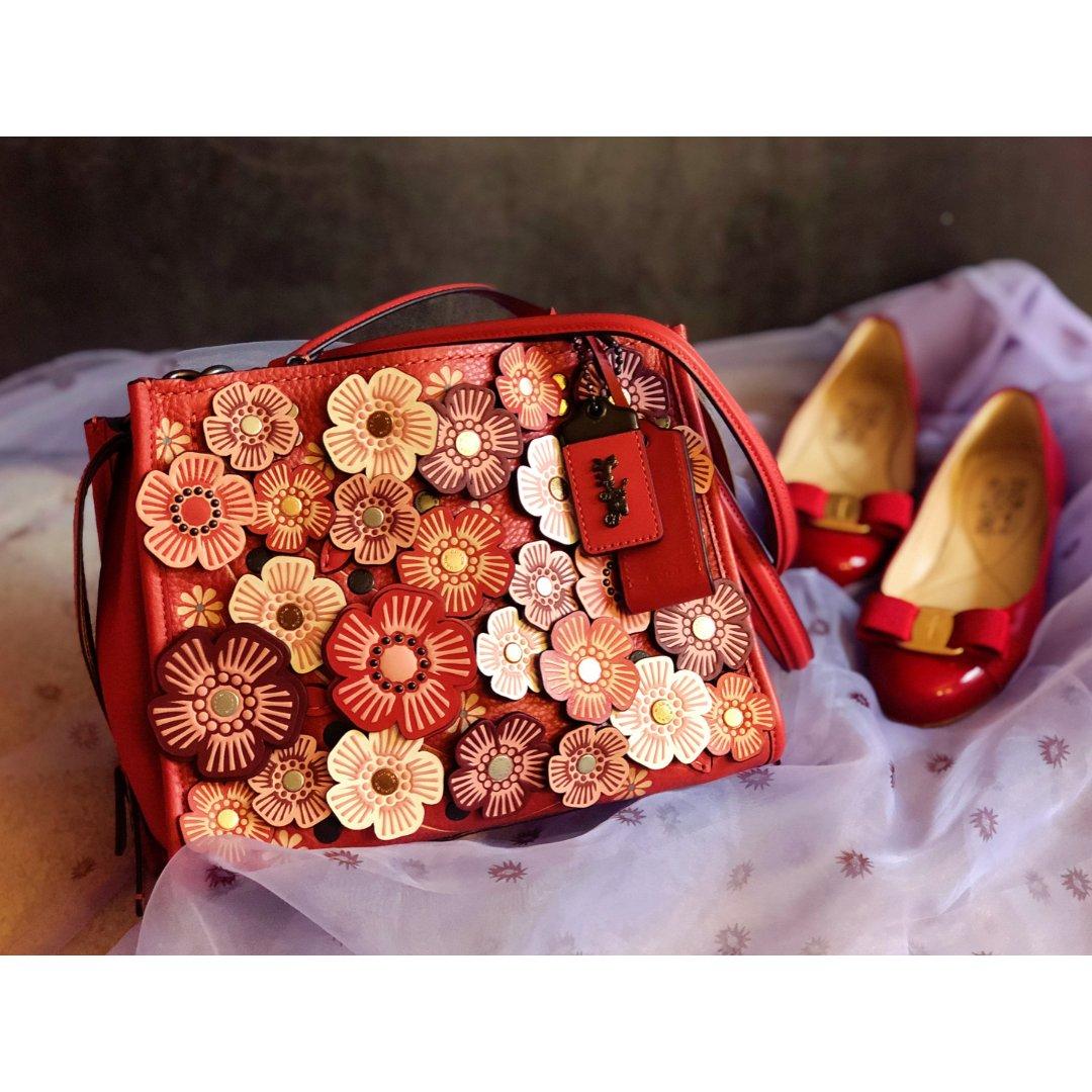 包包鞋子一个色-红