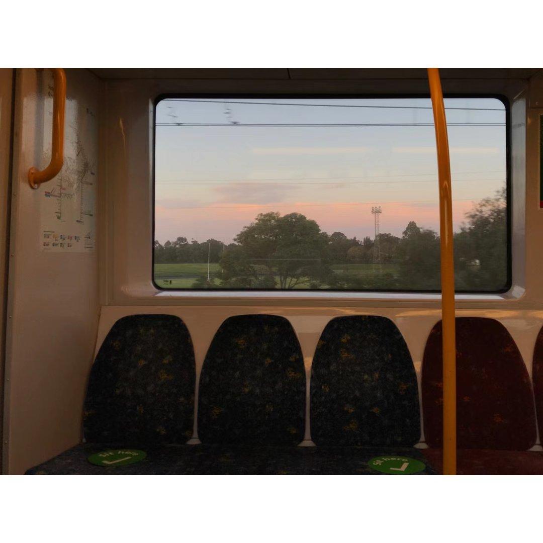 随手拍🌇火车窗外的粉色晚霞