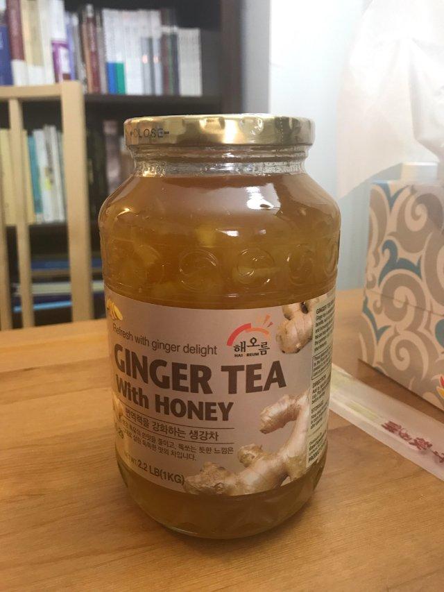 与大家熟悉的蜂蜜柚子茶一样,蜂蜜姜...