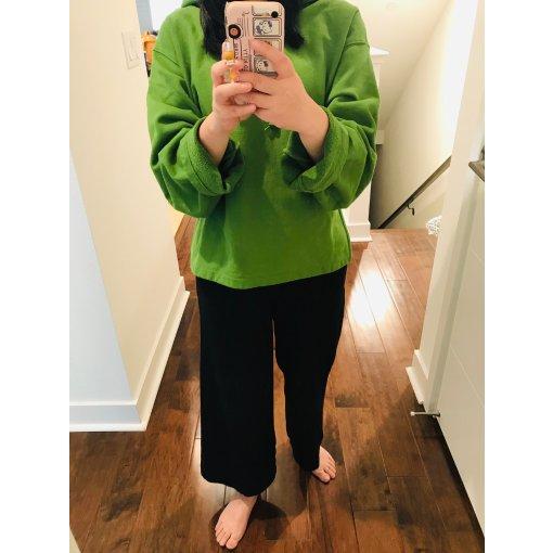 终于买到优衣库Uniqlo的U系列苹果绿卫衣