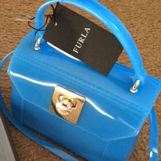 这款小小的方方的小包包💼占据了我包...
