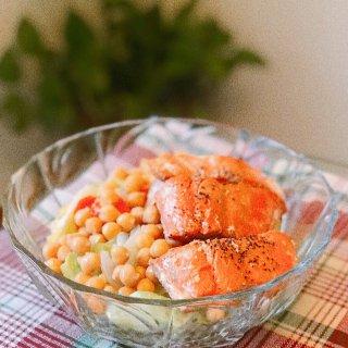 健康低脂餐|深海三文鱼鹰嘴豆沙拉🥗...