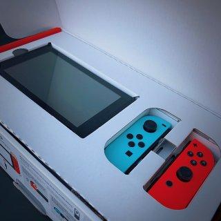 Nintendo Switch 游戏机...