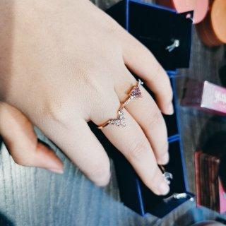 六折买的施华洛世奇小戒指!...
