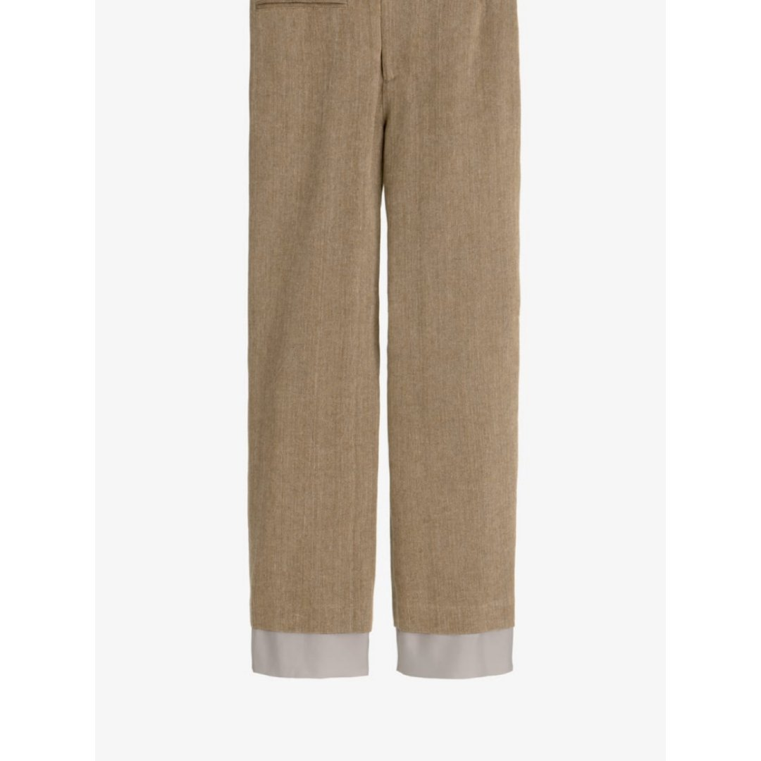 一条迷之设计的裤子
