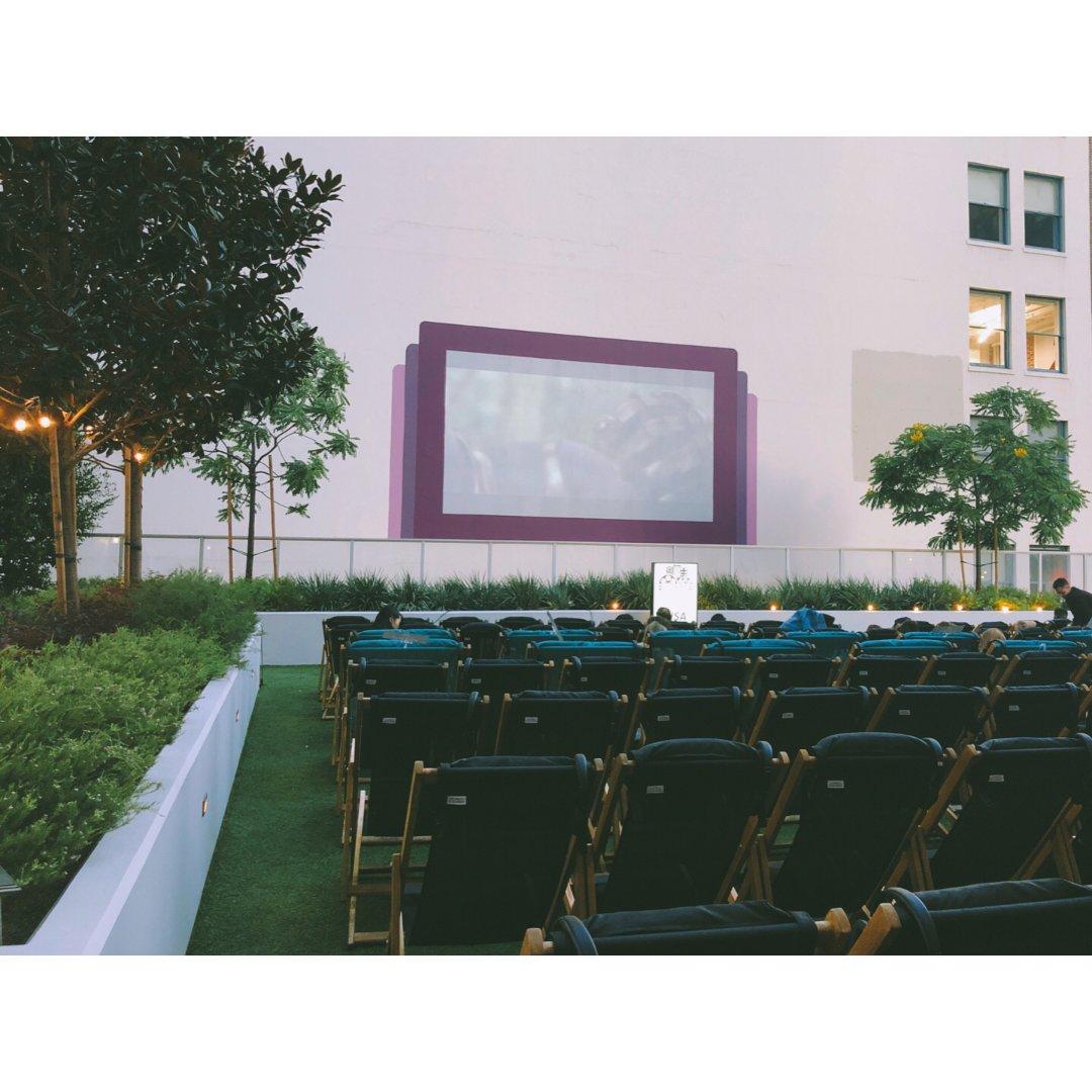 夏日天台电影院的美好