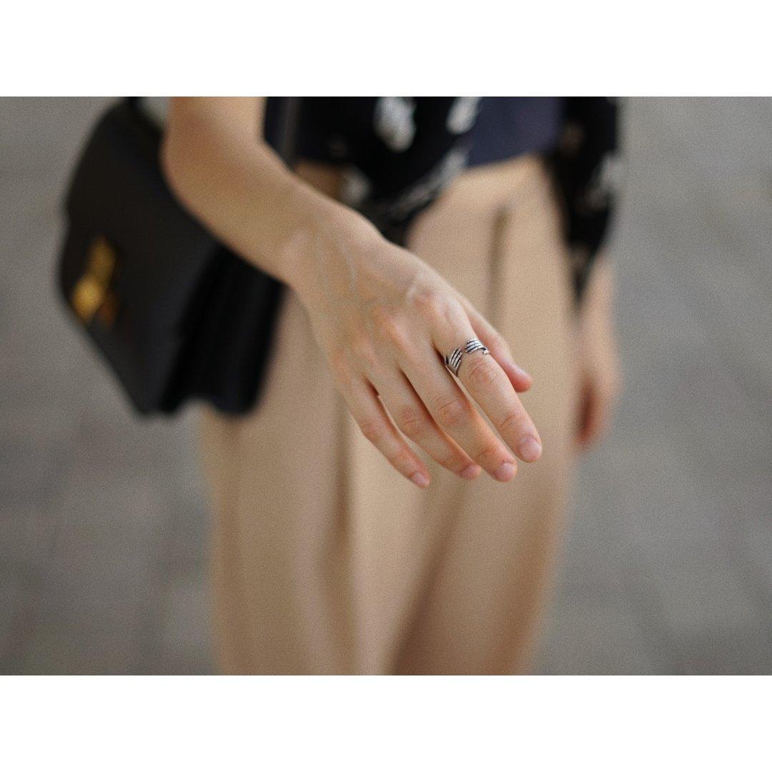 跟别人都不一样的戒指...