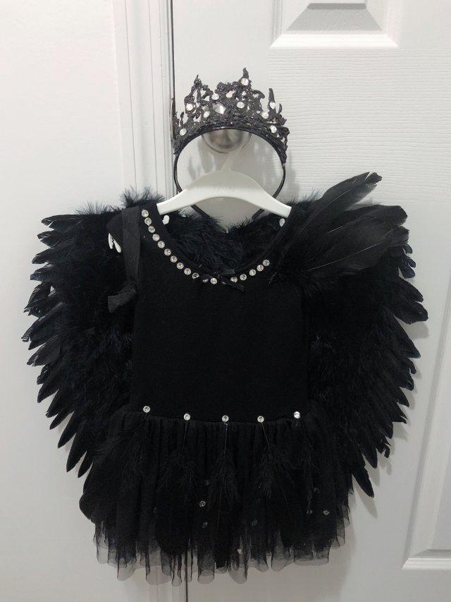 女儿的万圣节裙子准备好了