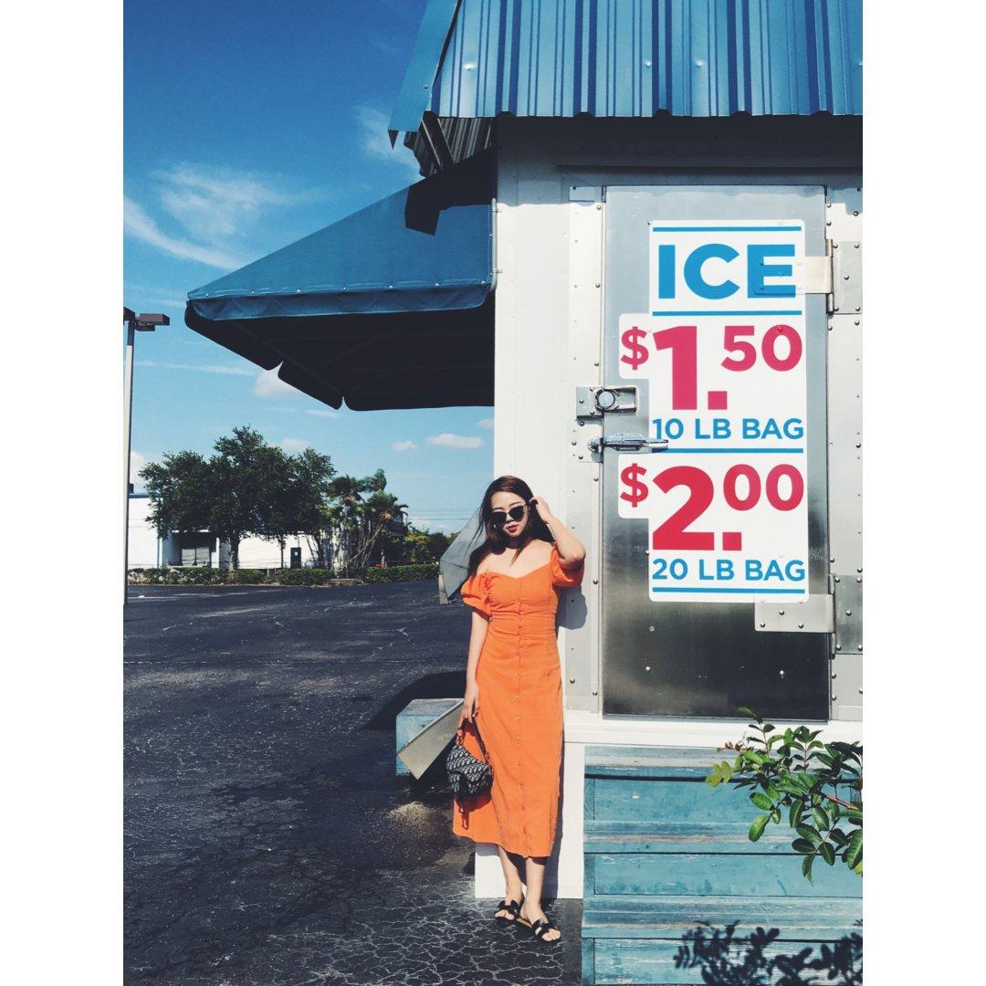 第一件橘色单品~这条UO的连衣裙