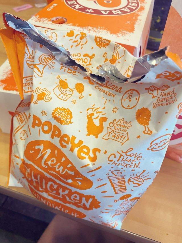 旅途中打卡Popeyes的爆款炸鸡汉堡