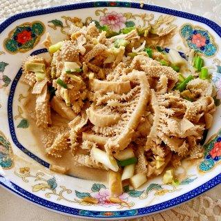 芝麻酱拌牛百叶与清蒸龙虾...