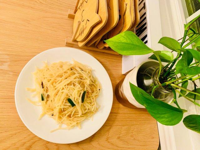 三个秘诀助你做出餐馆味道的酸辣土豆丝!