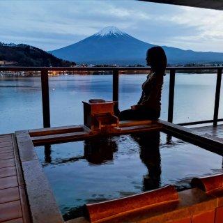这才是一边看富士山一边泡温泉啊!!...