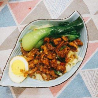 今日晚餐:卤肉面🍜+凉拌茄子🍆...