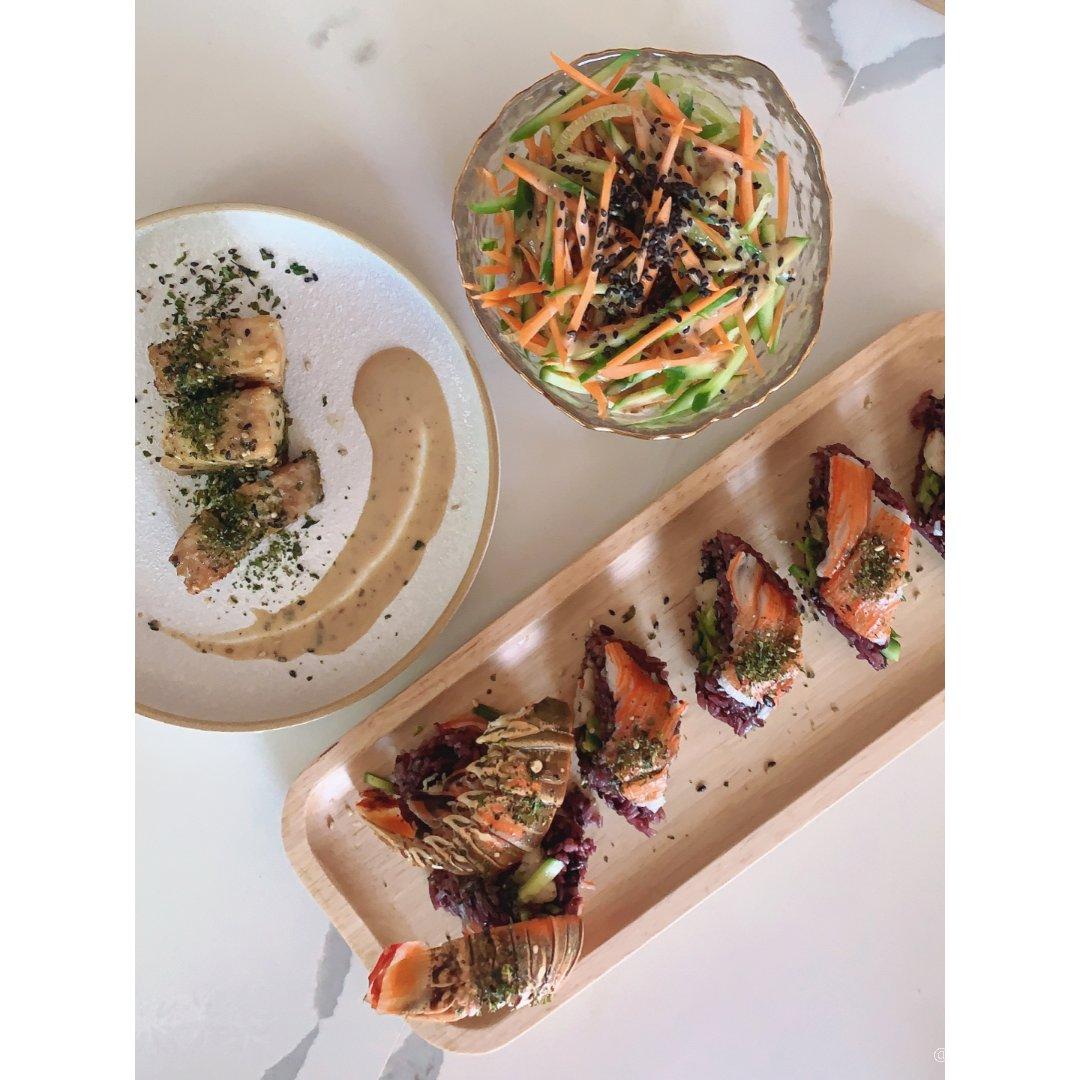 法兰西斯午餐系列之———🦞尾寿司🍣...