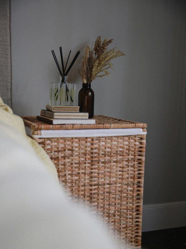 卧室家居|洗衣篓作床头柜?🛏️