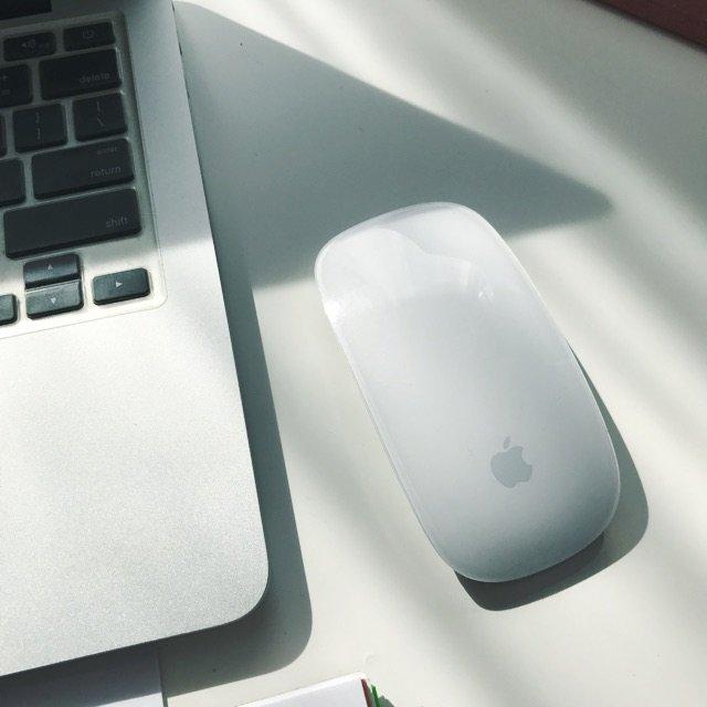 Apple的蓝牙鼠标🖱️,设计简洁...