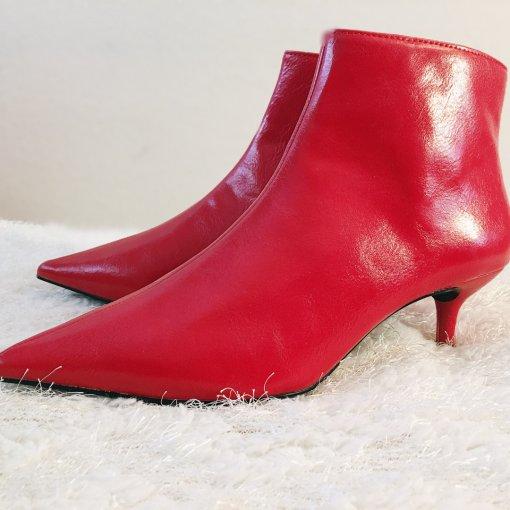 秋冬短靴打卡第5天~~你需要的那一抹红