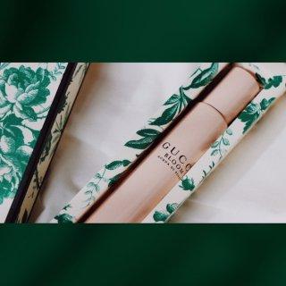 Gucci•Bloom便携香水放在包包里...