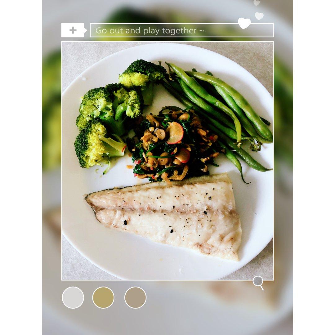 减脂午餐,蒸蔬菜烤鱼保留原味更健康哟~...