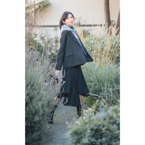 卫衣➕不规则半裙的文艺暗黑系穿搭