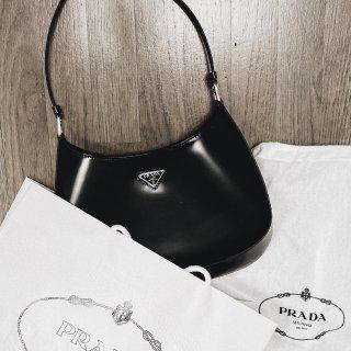 母亲节快乐的 Prada 小黑组合...