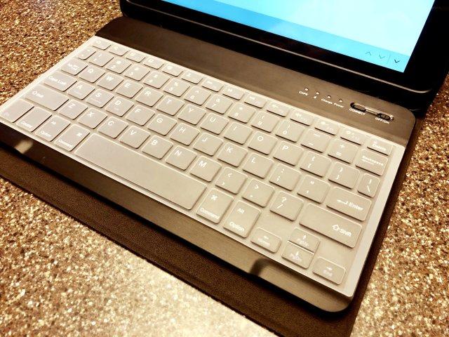 给新iPad配了个蓝牙键盘